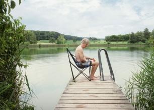 Homme, Pré et Lac de Daniel Hahn